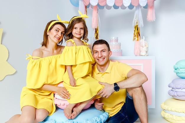 Portrait de famille heureux, concept de vacances en famille.