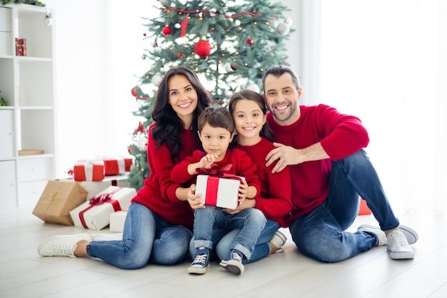 Portrait de famille le jour de noël