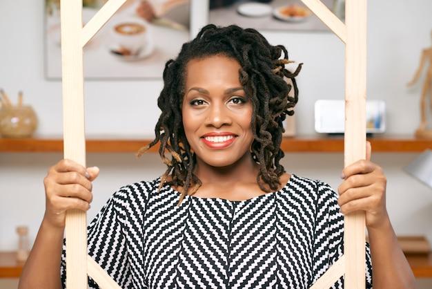 Portrait de femme d'affaires africaine