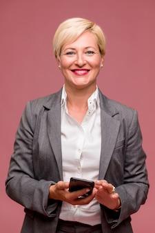 Portrait de femme d'affaires d'âge moyen