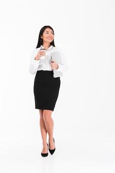 Portrait d'une femme d'affaires asiatique souriante