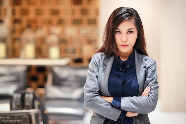 Portrait de femme d'affaires belle