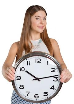 Portrait de femme d'affaires jeune beau tenant dans l'horloge mains