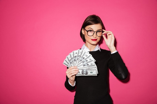 Portrait d'une femme d'affaires prospère confiant