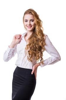 Portrait de femme d'affaires souriante, isolé sur fond blanc