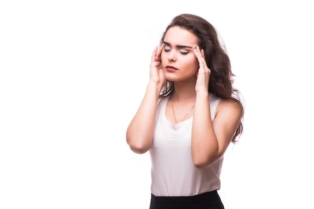 Portrait de femme d'affaires stressé isolé sur fond blanc
