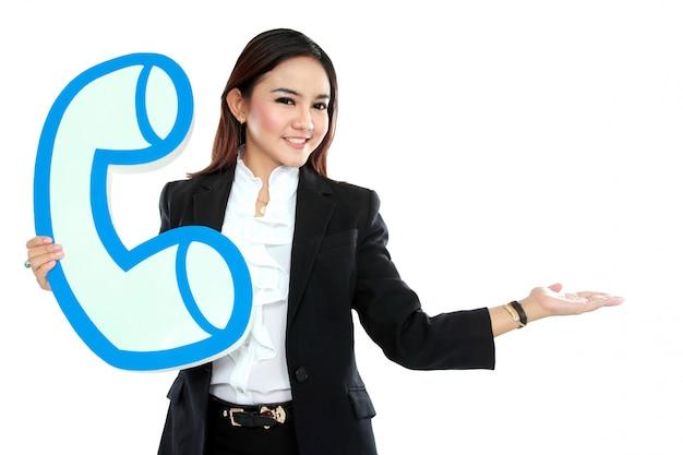 Portrait, femme affaires, tenue, signe, téléphone, projection, vide, secteur