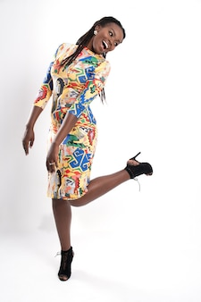 Portrait de femme africaine en studio.