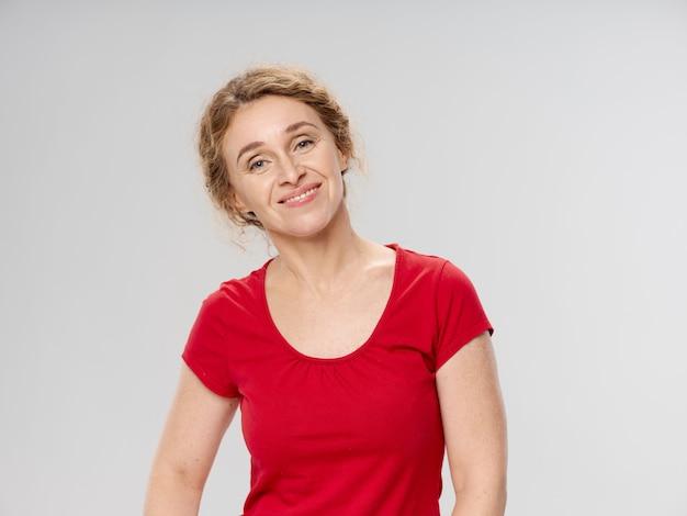 Portrait d'une femme à l'âge adulte