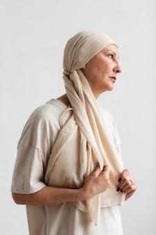 Portrait de femme d'âge moyen atteinte d'un cancer de la peau