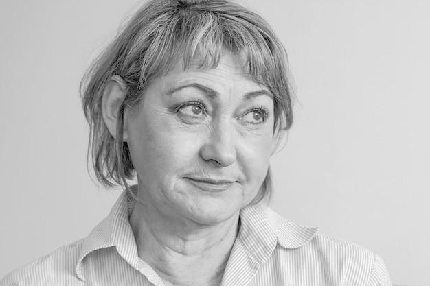 Portrait d'une femme âgée.