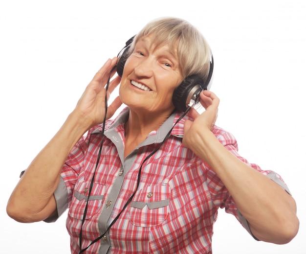 Portrait, femme aînée, écouter musique