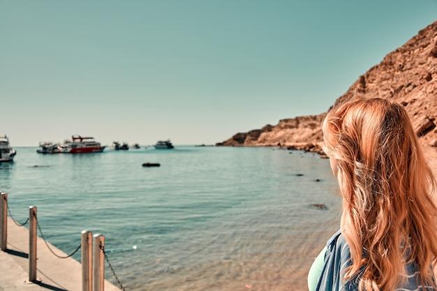Portrait femme au bord de la mer
