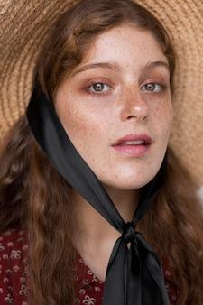 Portrait de femme au chapeau de paille