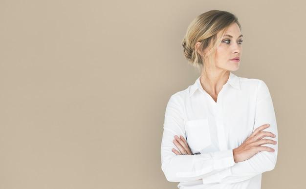 Portrait de femme aux cheveux blonds cool