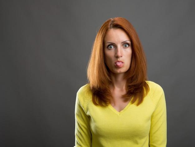 Portrait de femme belle rousse