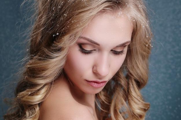 Portrait de femme belle et séduisante