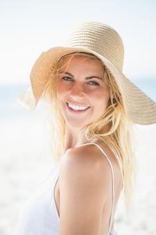 Portrait de femme blonde