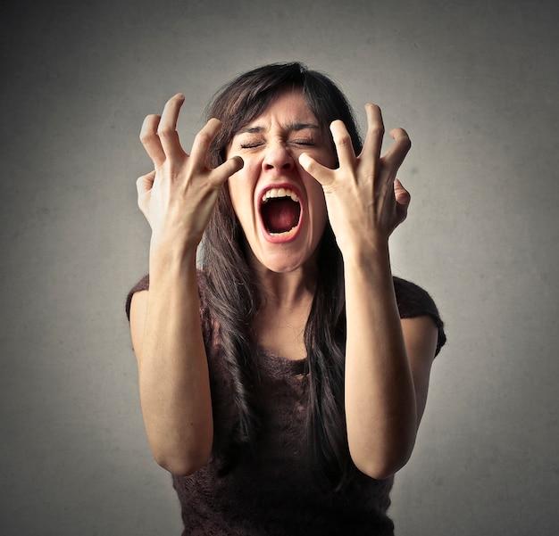 Portrait d'une femme colère