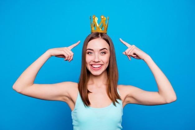 Portrait de femme avec couronne
