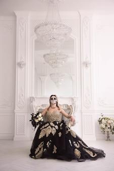 Portrait d'une femme avec un crâne pour halloween