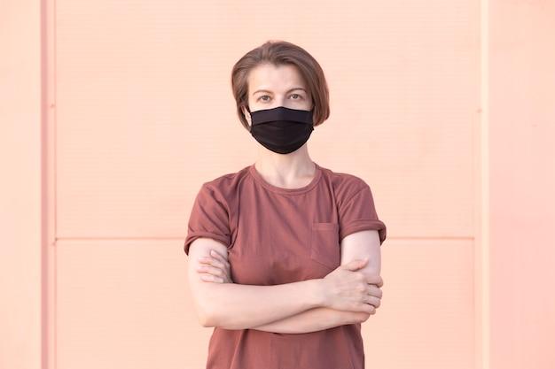 Portrait d'une femme dans un masque