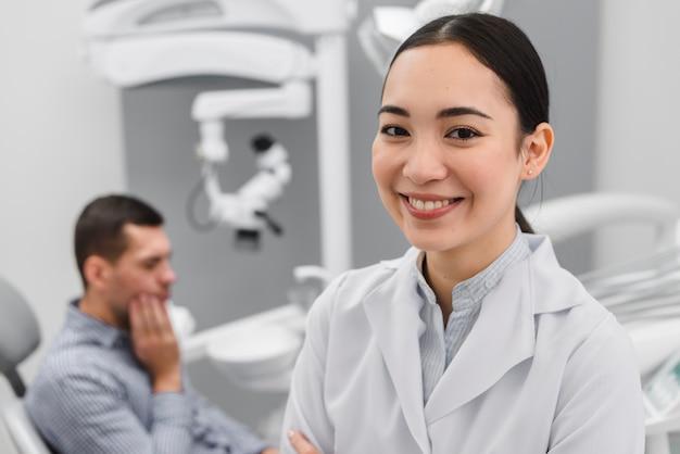 Portrait de femme dentiste