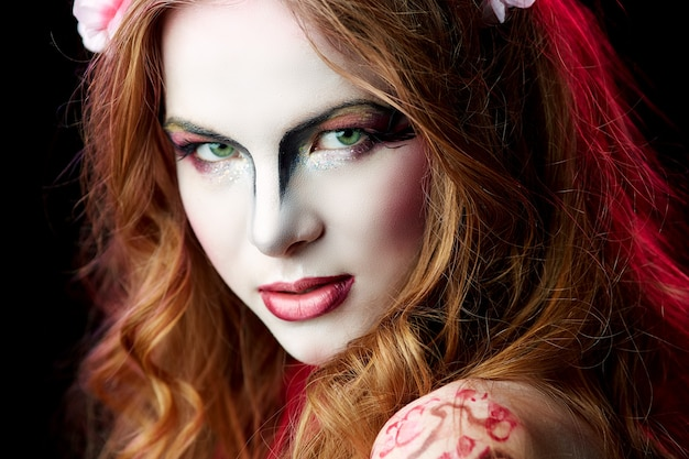 Portrait d'une femme elfe d'halloween