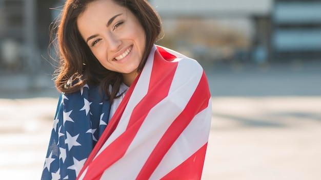 Portrait, femme, emballage, elle-même, usa, drapeau