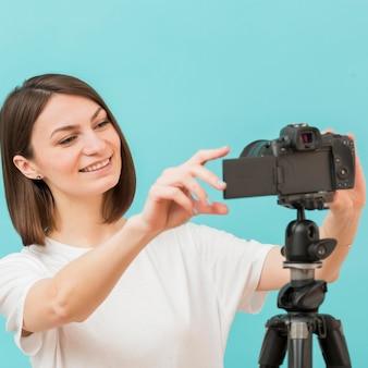 Portrait, femme, enregistrement, maison