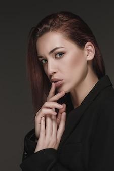 Portrait de femme fashion. beau modèle.