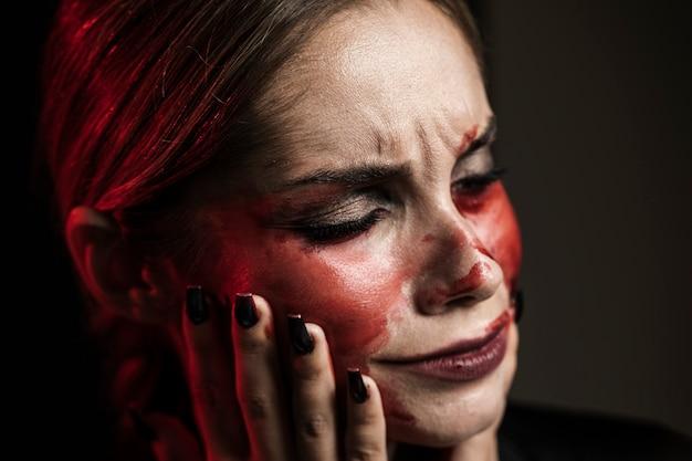 Portrait, femme, faux, sang, maquillage