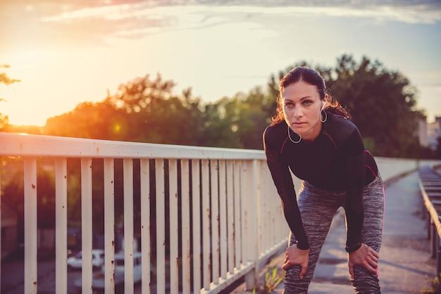 Portrait de femme fitness au repos