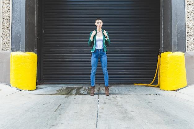 Portrait de femme, fond urbain, chicago