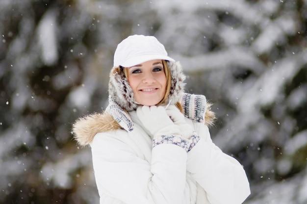 Portrait de femme en hiver
