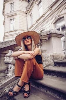 Portrait de femme à lviv, ukraine.