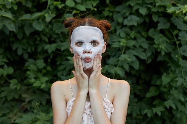Portrait de femme avec masque anti-rides