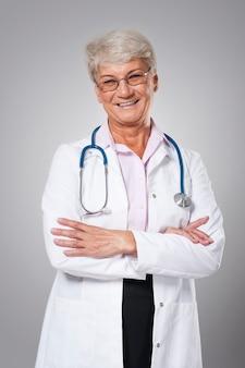 Portrait de femme médecin candide