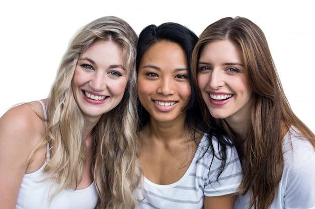 Portrait de femme multiethnique souriante