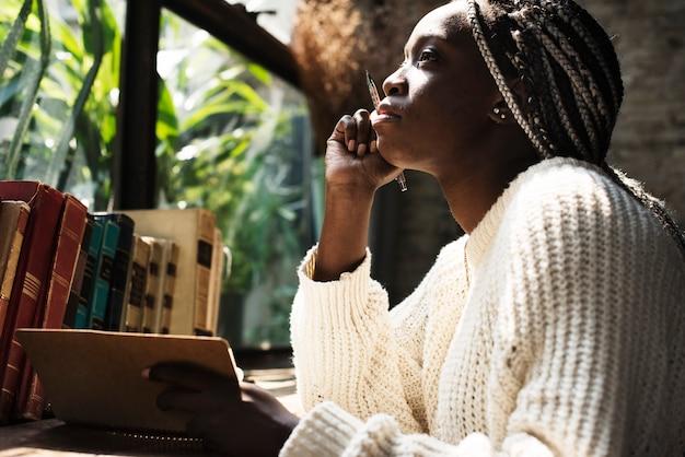 Portrait, de, femme noire, à, cheveux dreadlocks