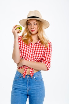 Portrait de femme pays avec pomme sur blanc.