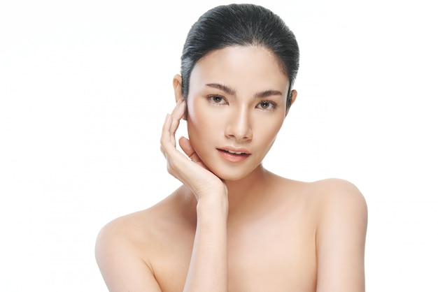 Portrait de femme avec peau de préfet propre