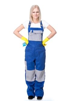 Portrait de femme professionnel nettoyeur en uniforme.