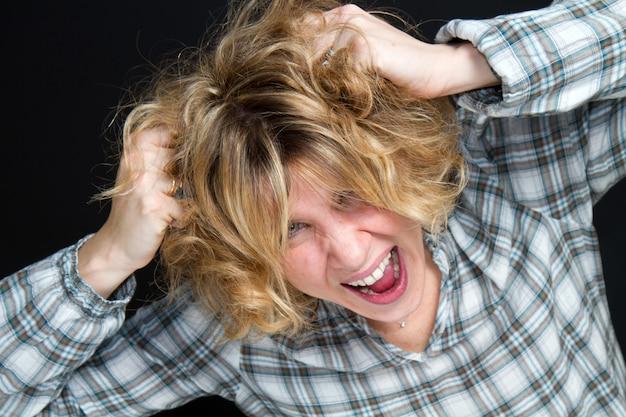 Portrait d'une femme qui crie