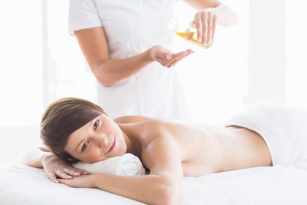 Portrait de femme recevant un massage
