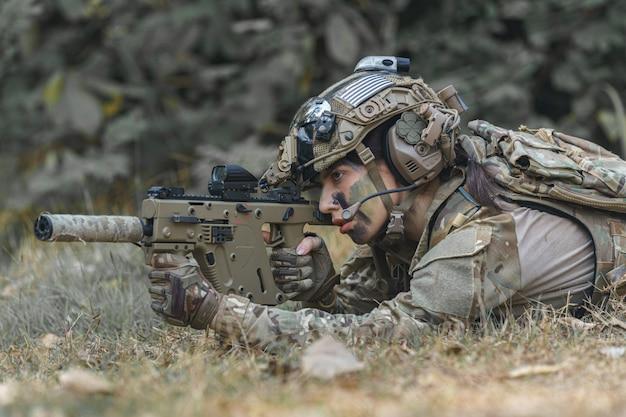Portrait d'une femme soldat