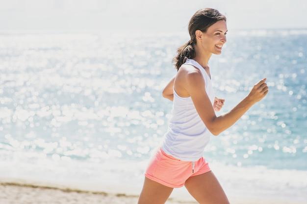 Portrait de femme sportive jogging