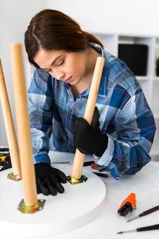 Portrait de femme travaillant