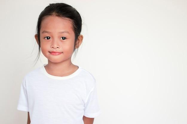 Portrait d'une fille asiatique enfant heureux.