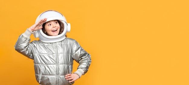 Portrait fille avec costume spatial